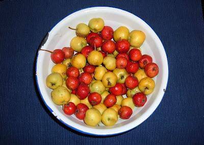 Acerola tányérban